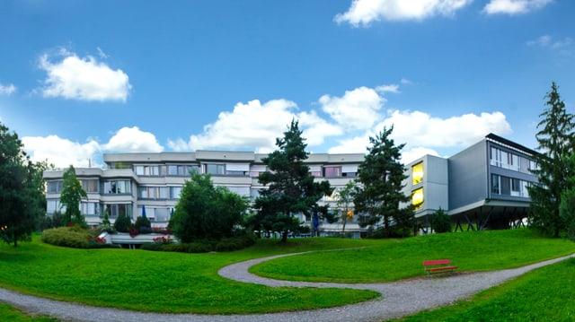 Ansicht Gebäude in einem Park