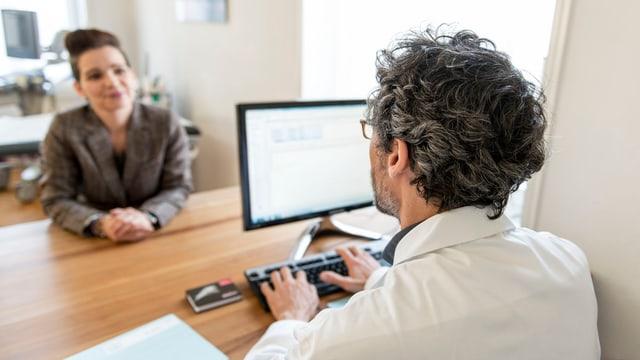 Hausarzt am Computer