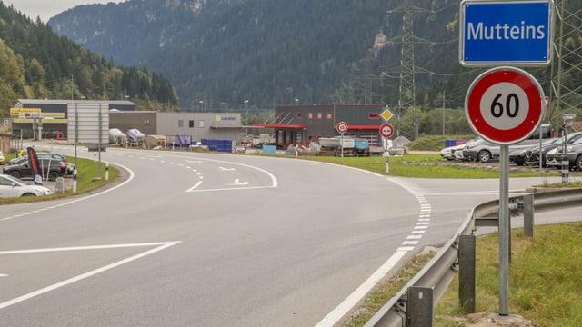 La via principala atras Mutteins cun la nova tabla da sessanta.