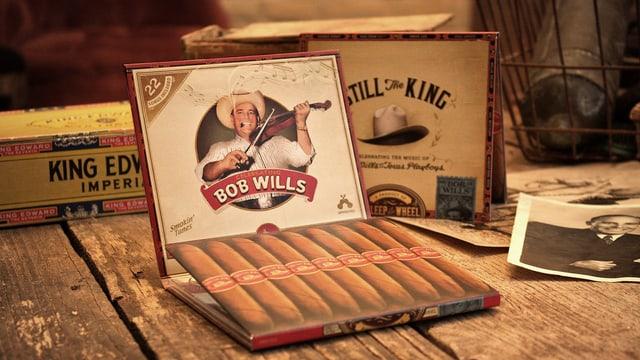 CD-Hülle aus Karton, die aussieht wie eine Zigarrenschachtel