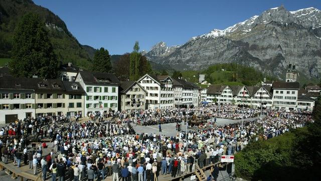 Politische Tradition seit Jahrhunderten: Die Landsgemeinde in Glarus bestimmt unter freiem Himmel über kantonales Recht.