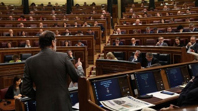 Rajoy spricht im Parlament