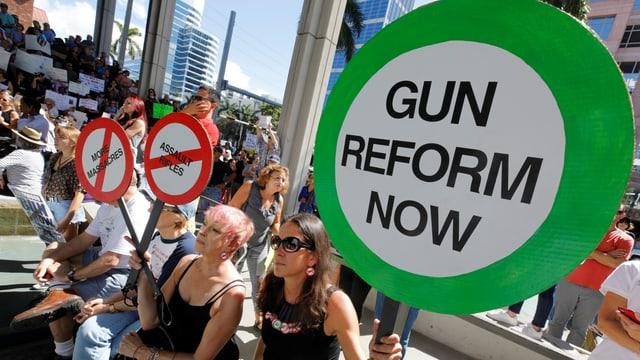 Demonstration in den USA für strengere Waffengesetze