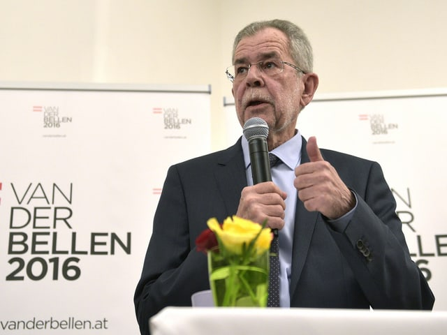In concurrent pussaivel per Hofer è Alexander Van der Bellen, anteriur schef dals verd austriacs...