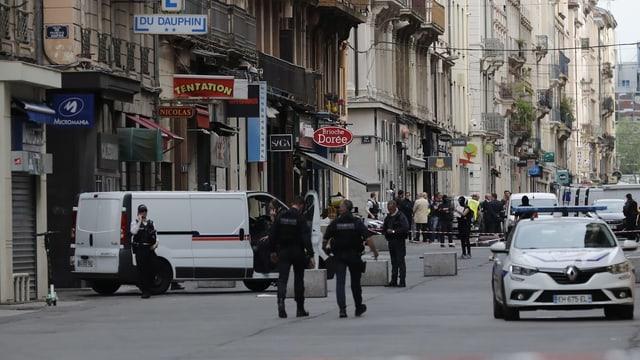Via a Lyon cun blera preschientscha da polizia.