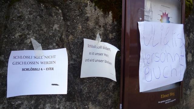 Nach dem Schliessungsbefehl des Kantons: Hilferufe am Schlössli-Eingang.
