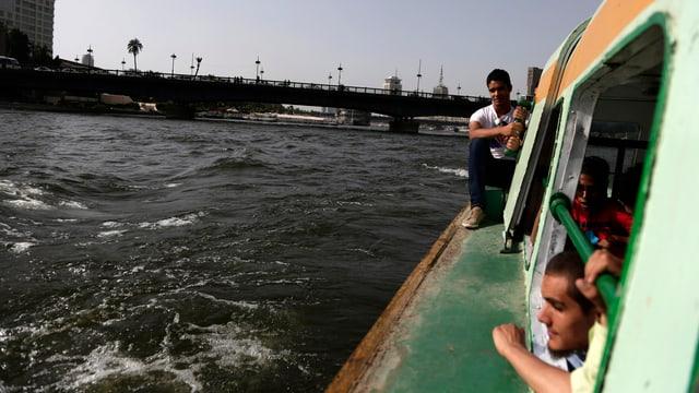 Ein Boot fährt auf dem Nil zwischen Ägypten und Äthiopien.