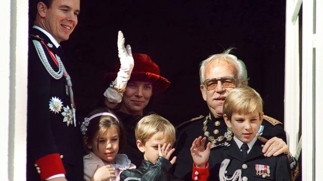 Charlotte Marie Pomeline Casiraghi hat zwei Brüder, Andrea Casiraghi und Pierre Casiraghi. Sie ist die Enkelstochter vom damaligen Fürsten Rainer II und die Nichte dessen Sohns Prinz Albert.