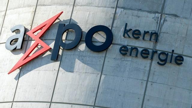 Axpo-Schriftzug an der Betonhülle eines Kernkraftwerks