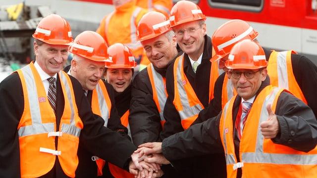 Sieben Offizielle drücken symbolisch auf einen Knopf für den Baubeginn von «Stuttgart 21»