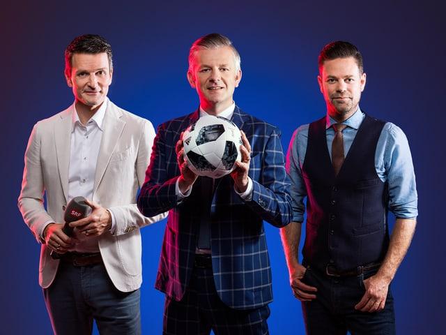 Paddy Kälin, Rainer Maria Salzgeber und Lukas Studer präsentieren die Fussball-WM am TV bei SRF.