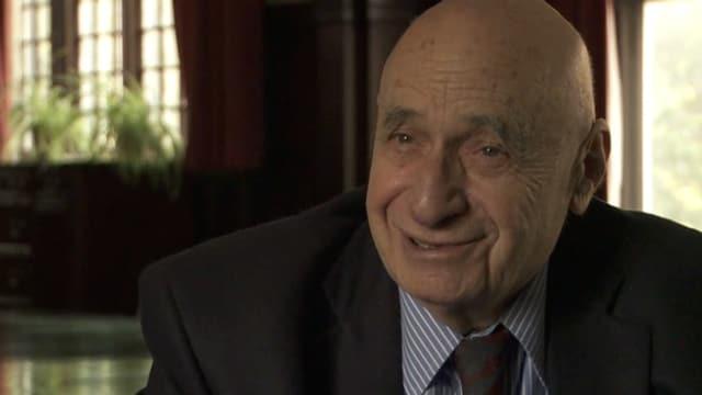 Porträt von Peter L. Berger: Ein älterer Mann mit Glatze lächelt.