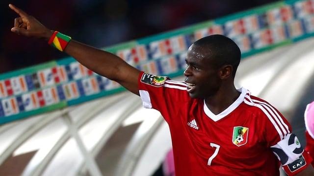 Prince Oniangué bejubelt seinen Treffer am Afrika-Cup