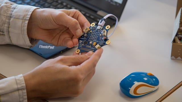 Quest apparat che sa numna CALLIOPE pon ils scolars programmar.