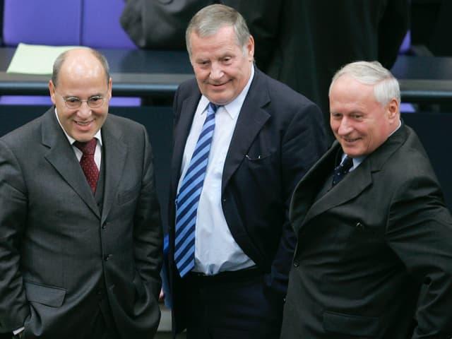 2005 scheiterte die Kandidatur Bisky (in der Mitte zwischen Gregor Gysi (l.) und Oskar Lafontaine (r.)).
