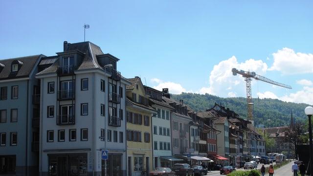 Häuserreihe in der Stadt Zug