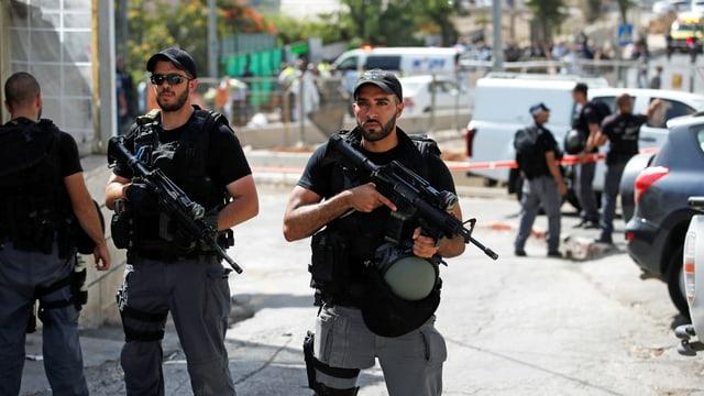 Polizei in der Nähe des Tatorts in Jerusalem