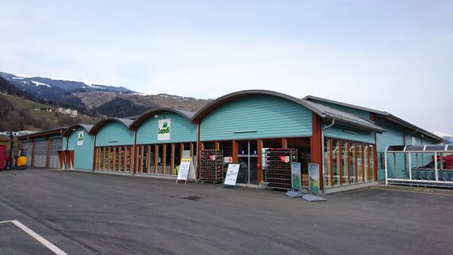 La nova filiala da la Landi en il center da cumpra Isla a Schluein.