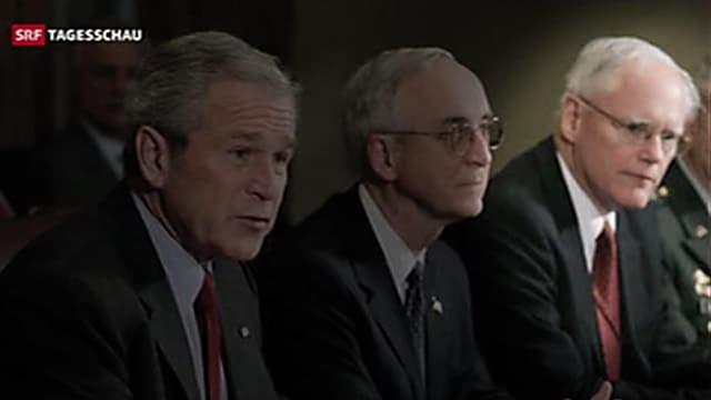 James Jeffrey sitzt neben Präsident Bush.