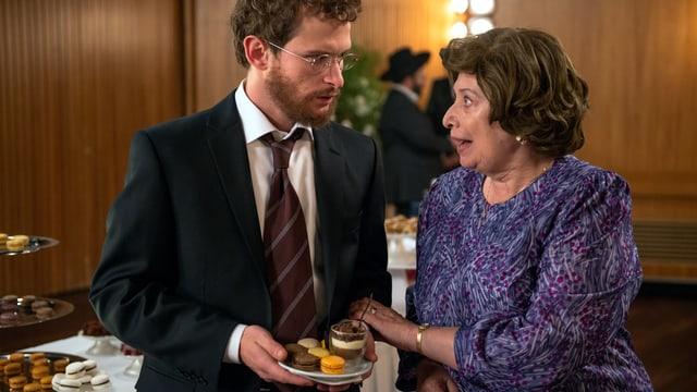 Ein jüdischer Mann und seine Mutter