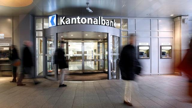 Eingang zu Bankgebäude.