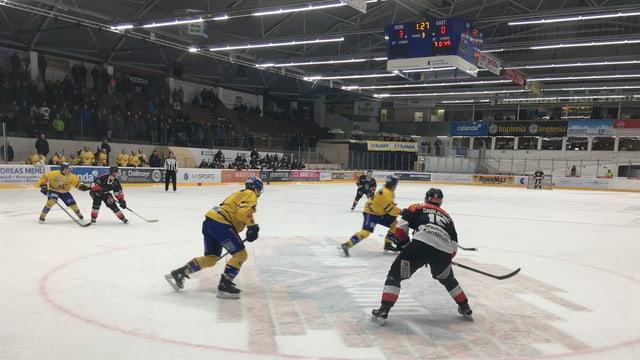 Scena d'ina partida da hockey.