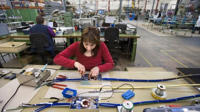Arbeiterin im Werk in Luterbach