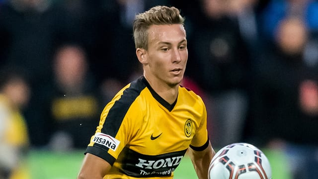 Nicolas Bürgy im YB-Dress am Ball.