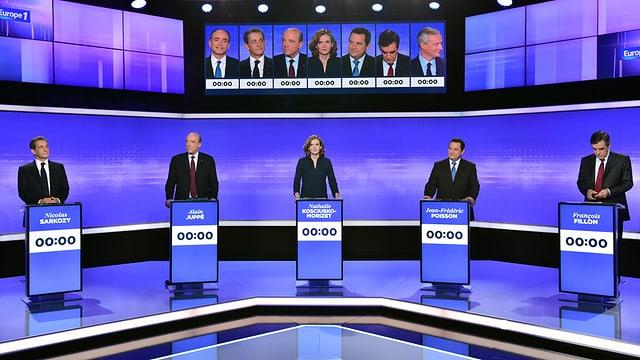 Menschen auf einer Fernsehbühne