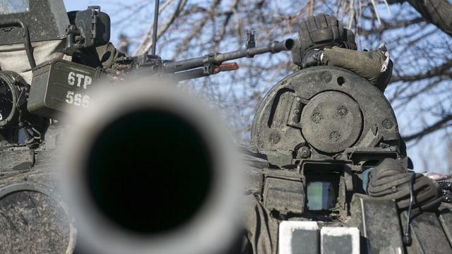 Ils separatists pro-russ han tenor la OSCE duvrà chanuns da caliber grond en la regiun da Donezk.