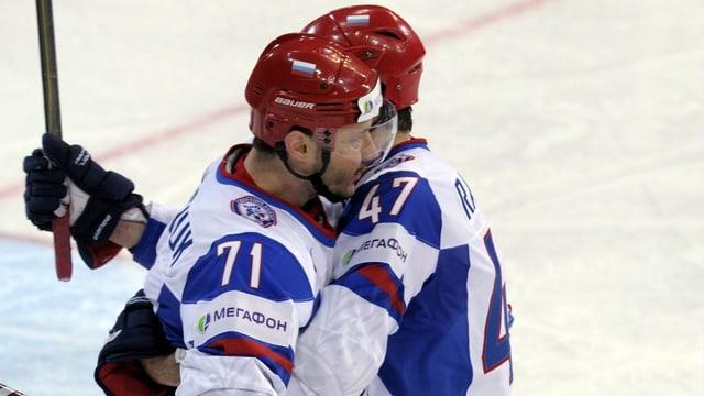 Ilja Kowaltschuk jubelt mit Alexander Radulow
