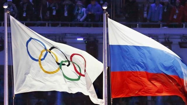 Las bandiera da la Russia e la bandiera olimpica
