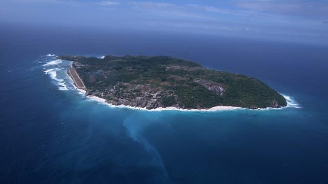 Eine Luftaufnahme einer Privatinsel im Indischen Ozean.