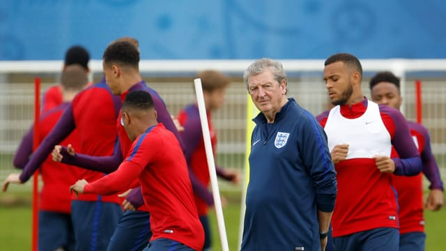 Roy Hodgson im Training mit seinen Spielern.