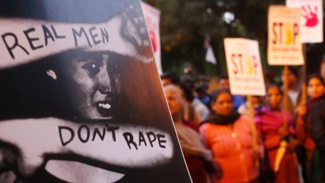 Mahnwache zum Jahrestag der Massenvergewaltigung von Dezember 2012.