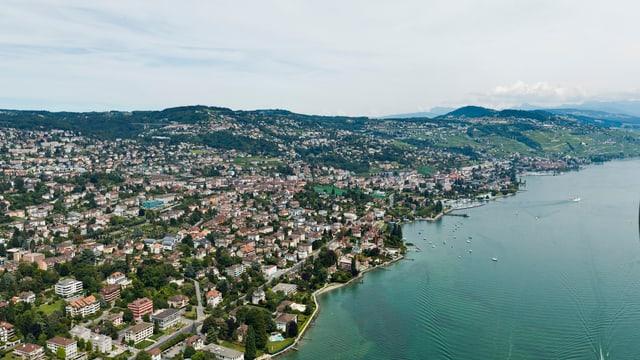 Symbolbild: Luftaufnahme von Lausanne mit Genfersee.