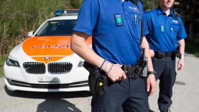 Zwei Polizisten der Kantonspolizei St. Gallen.