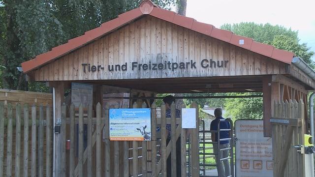 L'entrada dal parc d'animals da Cuira: La manadra dal parc vul serrar il parc.