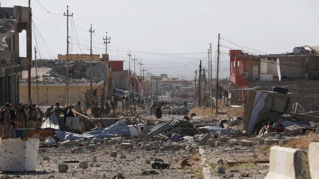 Blick in eine zerstörte Stadt in Sindschar kurz nach der Rückeroberung.