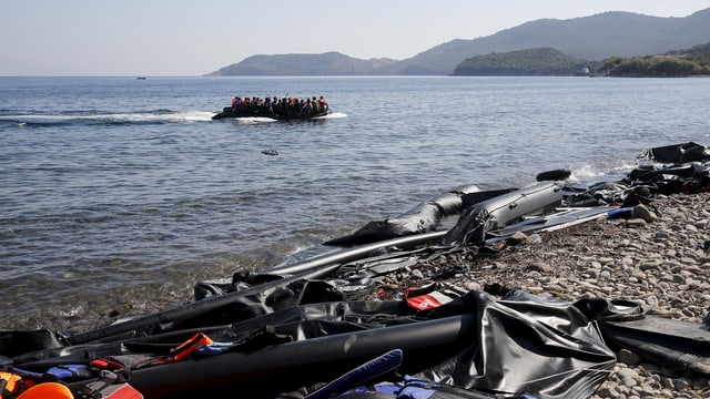 La costa da l'insla greca Lesbos.