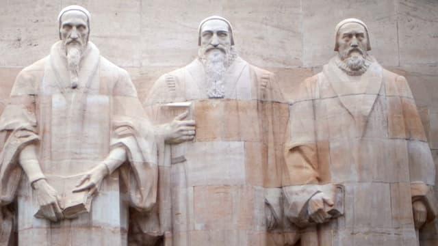 Vier Statuen, die die Reformatoren de Bèze, Calvin, Farel und Knox darstellen.
