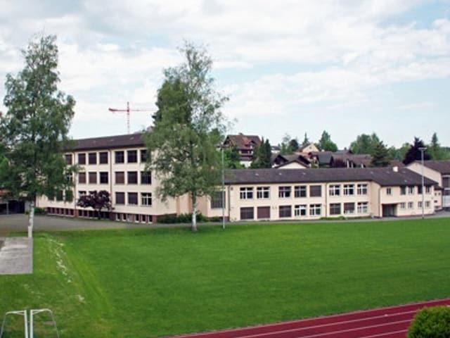 Blick auf Schulhaus