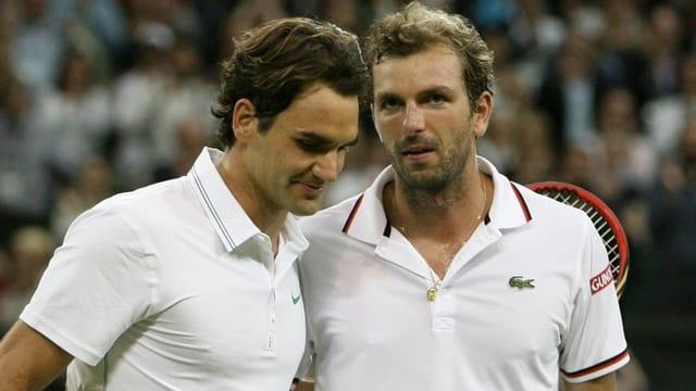 In Wimbledon stand Roger Federer gegen Julien Benneteau kurz vor dem Aus.