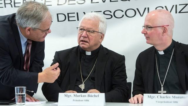 Maletg da Walter Müller, il pledader da la Conferenza dals uvestgs svizzers.