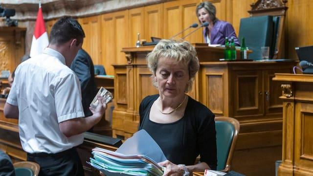 Bundesrätin Widmer-Schlumpf verlässt ihren Platz nach der Debatte um den Steuerstreit der Schweizer Banken mit den USA.