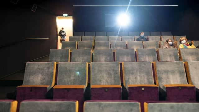 Ein Kinosaal von Innen.