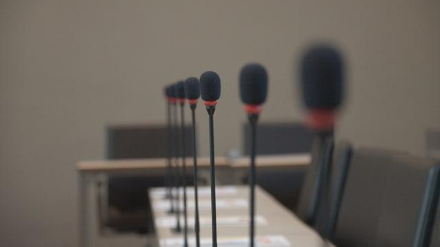 Cur ch'ils microfons èn or vegn gia speculà sur da cumbinaziuns da glistas.