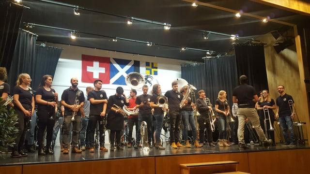 Las duas musicas da tschaiver da Mustér Las Bagordas e las Fifferlottas communabel sin tribuna.