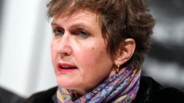 Ein Porträt von Barbara Frey.