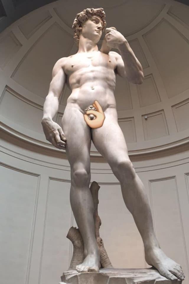 Ein Emoji umrahmt das Geschlechtsteil von Michelangelos David.